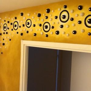 décors organique toilettes fresque bas relief  3